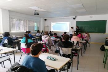 La localidad ha preparado actividades para concienciar a los jóvenes en los centros educativos de la localidad