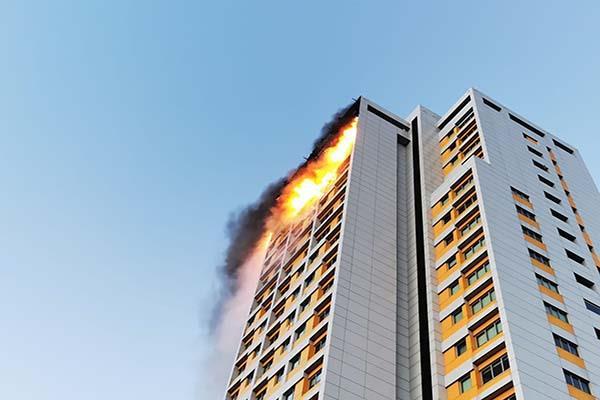 Las investigaciones apuntan a que el incendio empezó un ático después de una barbacoa