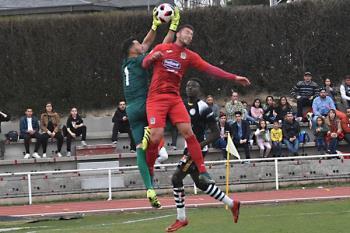 El Club de Fútbol Fuenlabrada perdió una oportunidad de marcar distancias con el resto