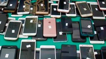 Los detenidos consiguieron estafar más de 60.000 euros y casi 100 móviles