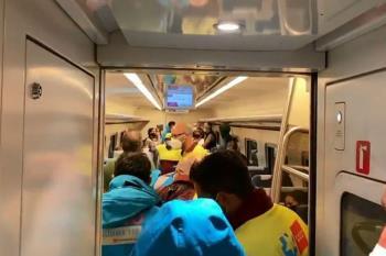 Dos personas fueron trasladadas al hospital tras descarrilar por deslizamiento de tierra debido a las lluvias en la zona de Zarzalejo