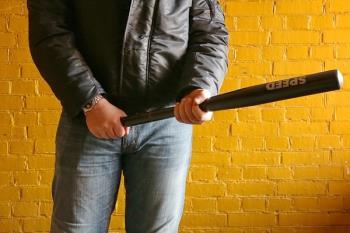 La víctima, que podría pertenecer a una banda rival, fue agredida con un arma blanca
