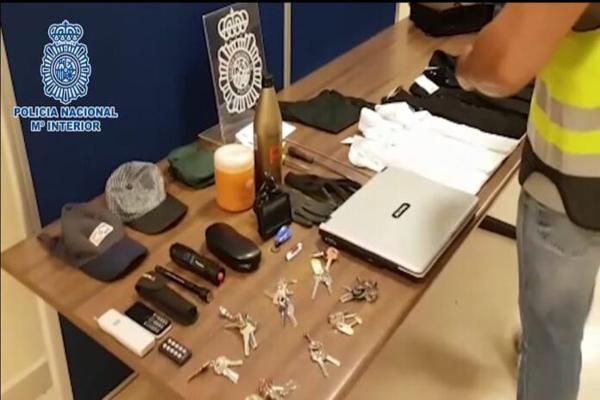 Los arrestados agredieron a una mujer y a un agente de policía