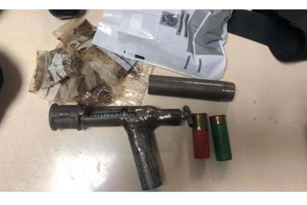 Los menores portaban un arma de fuego fabricada de forma artesanal asi como sustancias estupefacientes