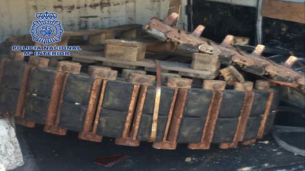 Detienen a seis hombres por robar cadenas de tanques y excavadoras