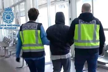 El detenido irrumpió en tres farmacias de la localidad con un cuchillo de grandes dimensiones