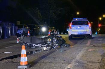 Accidente en Ciudad Lineal entre un turismo y una motocicleta
