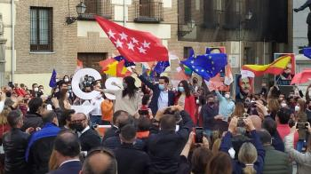 El candidato de ciudadanos a las elecciones del 4-M cierra con fuerza su campaña en la Plaza de la Villa