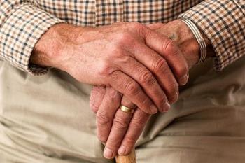 """Los mayores piden ayuda a sus nietos: """"El coronavirus ya ha matado a 18.000 de vuestros abuelos"""""""