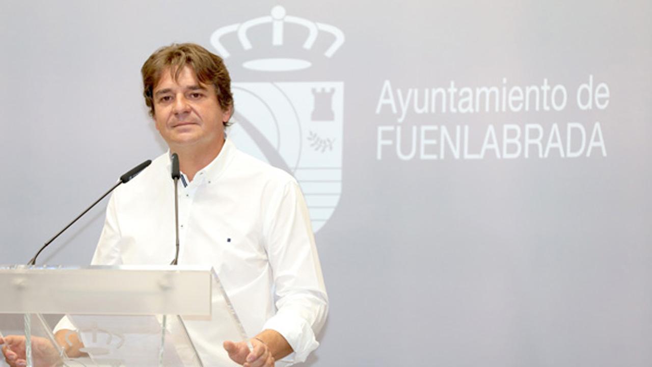 Javier Ayala afirma que nadie le ha avisado de la campaña de vacunación de su ciudad sino que se ha enterado por los medios de comunicación