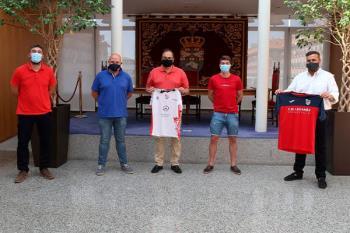 Los representantes del Club fueron recibidos en el Ayuntamiento