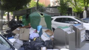 Un vecino de Coslada afirma que, al pasear por la ciudad, se percibe la degradación medioambiental que sufre, sobre todo en algunos barrios del municipio