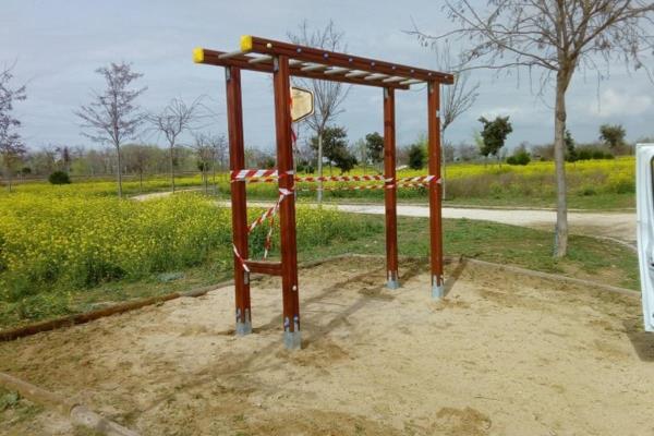 El Ayuntamiento mantiene y mejora las zonas infantiles durante el confinamiento