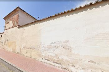 Tras una primera intervención la Concejalia de Patrimonio ha determinado continuar con los trabajos de mantenimiento de los muros del cuartel