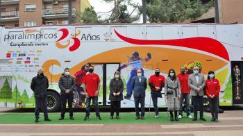 Este autobús inició su recorrido en la Plaza de España frente a la Casa Consistorial para posteriormente realizar un itinerario por las distintas calles del municipio