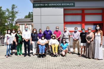 La Plataforma de Asociaciones junto a las AMPAS y Peñas de Villaviciosa de Odón han donado estos productos al centro de servicios sociales