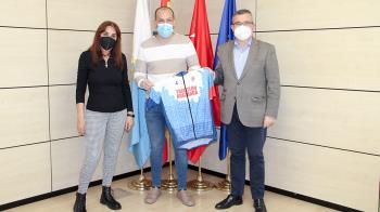 A la firma han asistido Guillermo Hita, el alcalde de Arganda; Alicia Amieba, la concejala de Deportes; y el presidente del club, Luis López.