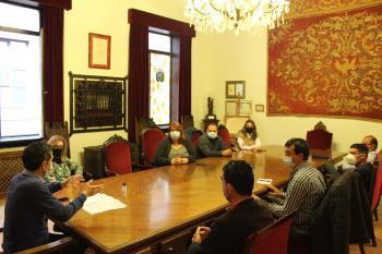 En el encuentro se han tratado cuestiones relacionadas con el traslado de sus instalaciones y mantenimiento de los empleos de la empresa