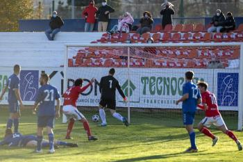 Rafael y Nanclares decidieron el derbi con dos goles que llegaron a balón parado