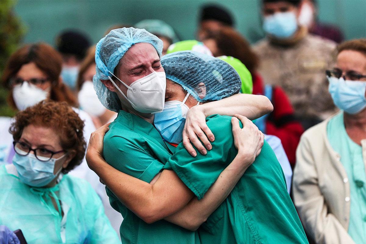 Es el homenaje del colegio de médicos de Madrid a los sanitarios que se dejaron la piel y la salud para cuidarnos