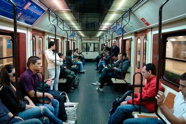 El Gobierno repartirá mascarillas en las estaciones de tren y Metro