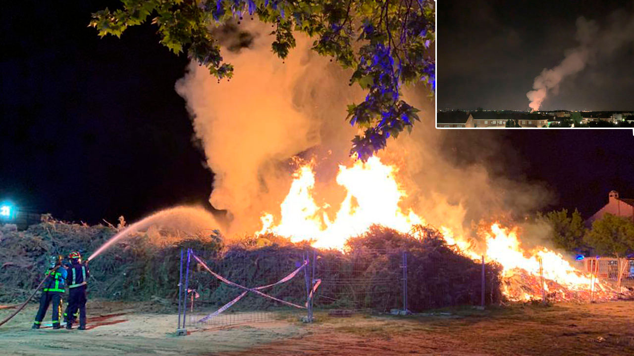 Una treintena de bomberos tuvieron que intervenir para sofocar el fuego