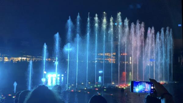 El Lago de Parquesur estrena hoy el Show de la Fuente: el espectáculo de agua, luz y sonido