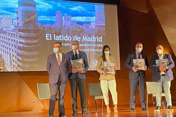"""El libro """"El Latido de Madrid"""" en homenaje a los que arriesgaron en la pandemia."""