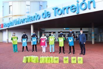 El club torrejonero les regaló camisetas oficiales de esta temporada