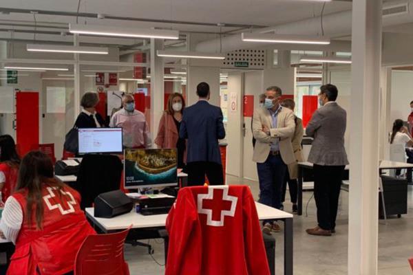 El nuevo edificio sostenible de Cruz Roja Alcorcón es visitado por la alcaldesa
