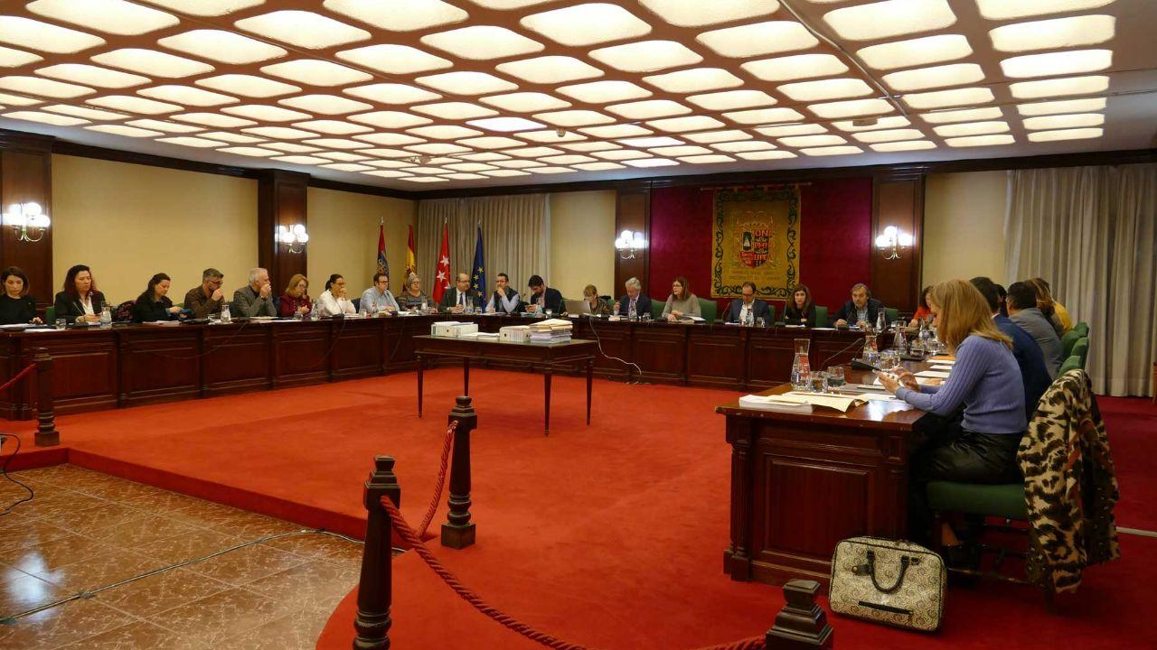 El PSOE pide la dimisión del concejal del PP Eduardo de Santiago, por acudir al Pleno tras tener contacto con un positivo