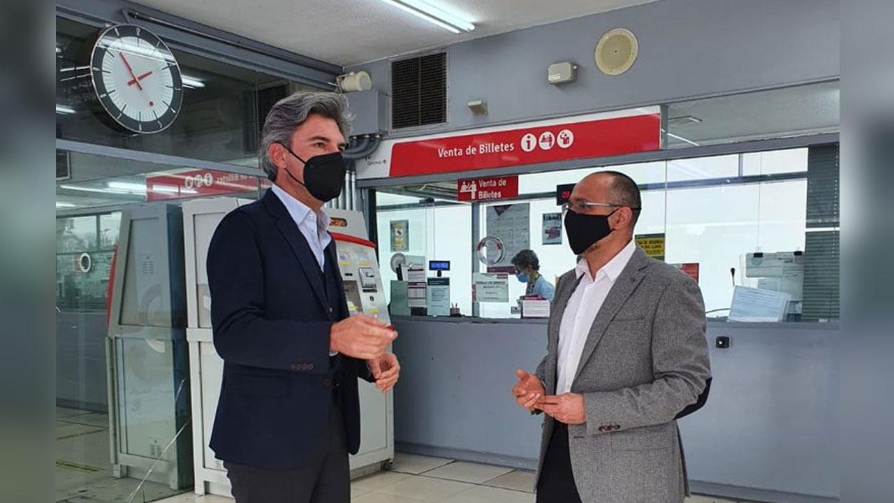 Andrés Lorite visitó el municipio para conocer de primera mano las necesidades en materia de transporte