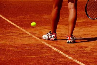 Lee toda la noticia 'El PP denuncia el deterioro de las pistas de tenis del polideportivo Villafontana y el ayuntamiento responde'