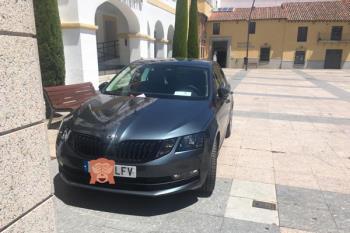 """El PP alcobendense ha compartido una imagen del coche multado, aunque el consistorio sansero asegura que tenía """"autorización expresa"""""""
