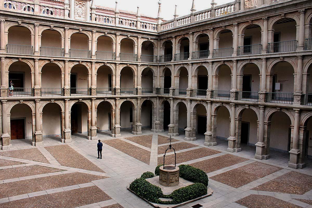 El Patio de Santo Tomás de Villanueva será, de nuevo, el escenario para los artistas participantes