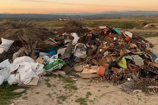 """El PSOE califica de """"tremenda"""" la acumulación de basura en algunas zonas de Majadahonda"""
