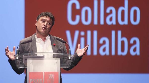 El portavoz socialista y líder de la oposición ha compadecido en una rueda de prensa y ha subido contenido a sus redes sociales criticando puntos clave del gobierno de Collado Villalba