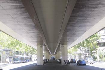 Los importantes daños en su estructura han provocado el cierre peatonal y de tráfico del puente