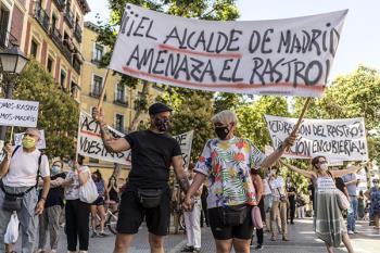 Los comerciantes del Rastro se manifiestan contra el plan de reactivación de Almeida
