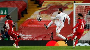 Los blancos pasan a la siguiente fase tras ganar en la ida al Liverpool por 3 a 1 y quedar empate a 0 en la vuelta