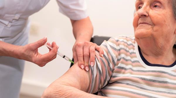 Los mayores de 80 años: ¡Pasen por vacunación!