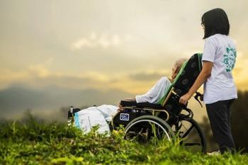 Entre las novedades, se podría aplicar a una persona con enfermedad crónica y no solo sobre terminales