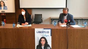 El consejero de Educación y Juventud en la Comunidad de Madrid ha visitado el Hotel Ciudad de Móstoles para escuchar las demandas del sector