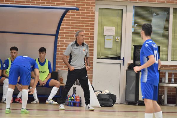 El director deportivo del Ciudad de Móstoles, Tino de la Cruz, repasa el momento actual del club