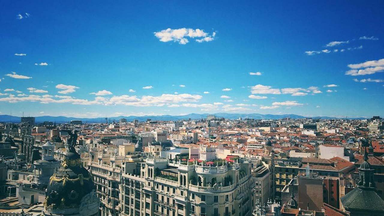 Madrid es la capital de España y una de las ciudades que más turismo acoge en el país