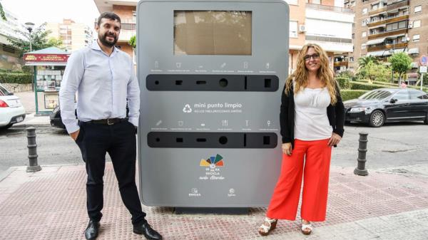 Su instalación forma parte de una estrategia integral para facilitar el reciclaje a las vecinas y vecinos de Alcorcón, sumándose a los 2 Puntos Limpios Fijos y a los 14 Puntos Limpios Móviles.