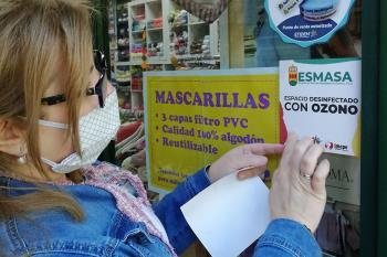 La empresa municipal de limpieza de Alcorcón colabora con IMEPE en la limpieza de los comercios e identificación de espacios desinfectados con ozono