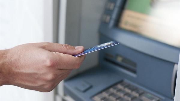 ¿Qué debo hacer si el cajero automático no suelta mis billetes?