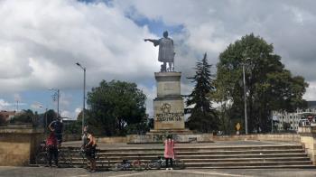 El primer edil del municipio ha solicitado que Colombia les envíe las esculturas retiradas en Bogotá, ante lo que considera una ofensa