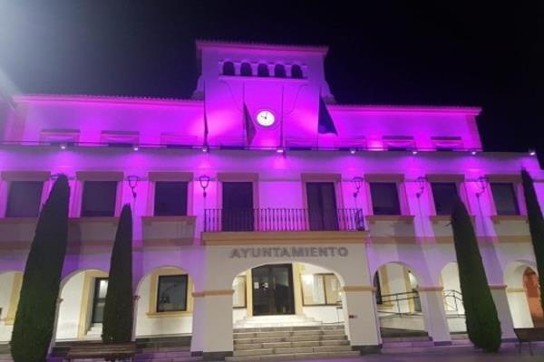 El Ayuntamiento de San Sebastián de los Reyes se ilumina y planta un árbol por el Día del Alzheimer